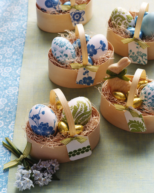Paper Napkin Decoupage Eggs | 25+ ways to decorate Easter Eggs