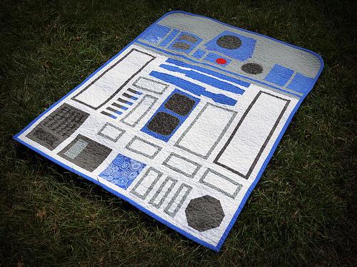 R2D2 baby quilt | 25+ ways to celebrate Star Wars Day