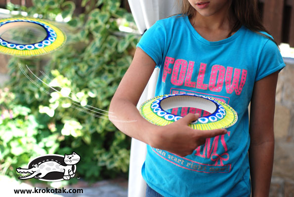 Cool DIY frisbee from paper plates | 25+ Paper Plate Crafts