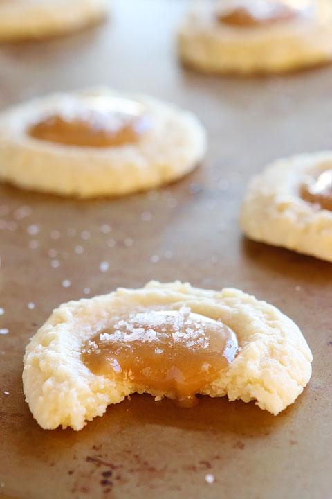Gooey Salted Caramel Vanilla Butter Cookies | 25+ Salted Caramel Desserts