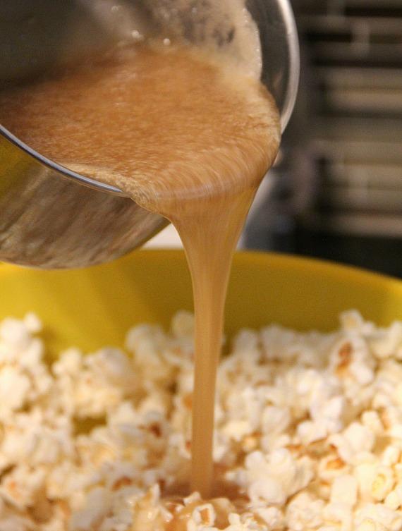 Salted Caramel Popcorn | 25+ Salted Caramel Desserts
