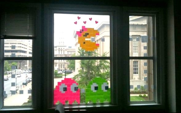 post it note pacman window display | 25+ Post it Note DIY ideas