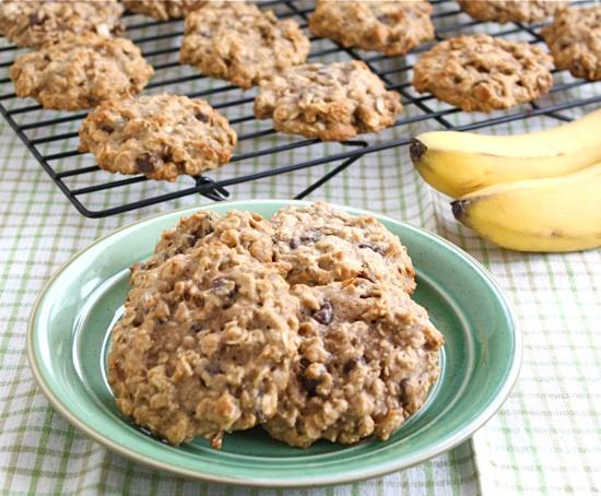 Banana Chocolate Chip Oatmeal Cookies | 25+ ways to use over-ripe bananas