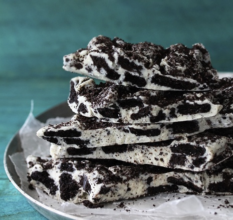 Cookies and Cream Oreo Bark | 25+ Two Ingredient Recipes