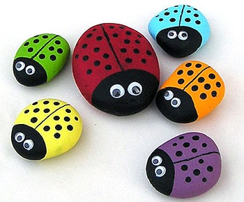 Ladybug Rocks | 25+ Summer Crafts for Kids