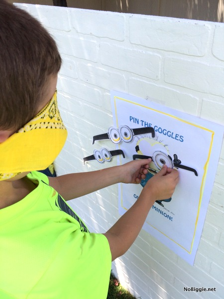 pin the goggles on the minion | NoBiggie.net