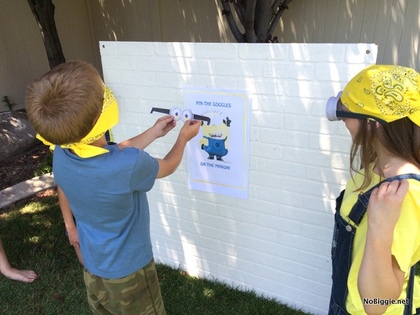 pin the goggles on the minion game | NoBiggie.net