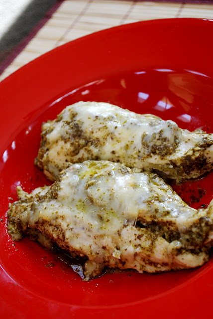 Baked Pesto Chicken | 25+ freezer meal ideas