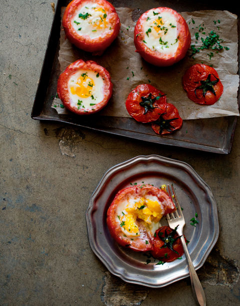 Baked Eggs in Tomatoes | 25+ fresh tomato recipes