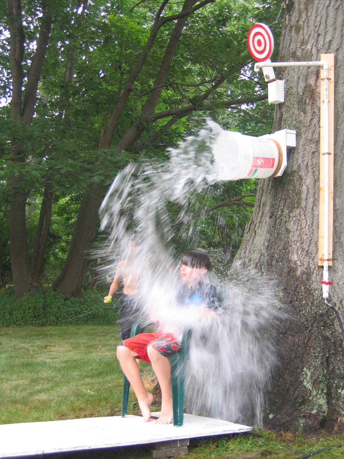 DIY Dunk Bucket   25+ Yard Games