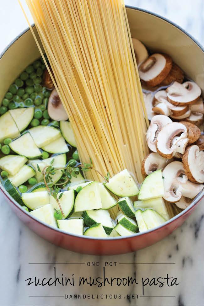 One Pot Zucchini Muchroom Pasta | 25+ zucchini recipes