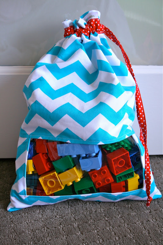Peek-a-boo toy sack | 25+ easy sewing projects