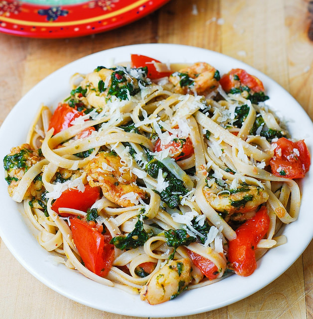 Shrimp, tomato, and spinach pasta in garlic butter sauce | 25+ fresh tomato recipes