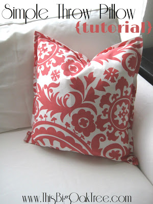 Simple throw pillow tutorial | 25+ easy sewing projects