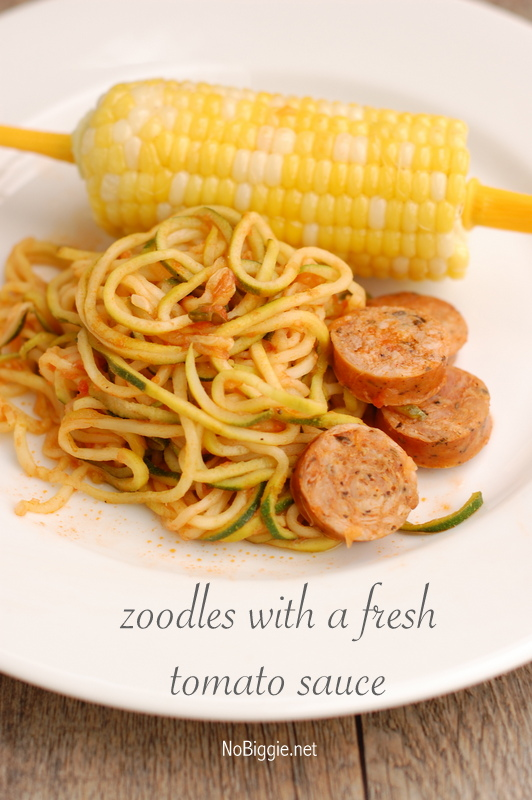 Zoodles with fresh tomato sauce | 25+ zucchini recipes