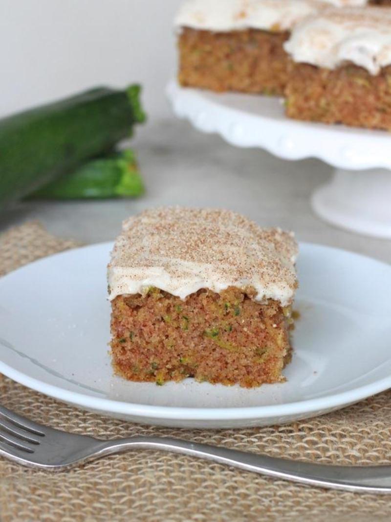 Zucchini cake with cinnamon cream cheese frosting | 25+ zucchini recipes