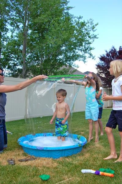 Giant Kiddie Pool Bubbles   25+ Yard Games