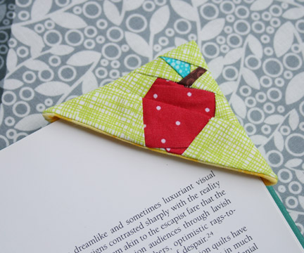 Apple Bookmark - Free Project! - 25+apple projects and kids crafts - NoBiggie.net