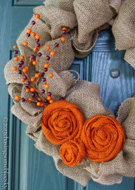 Burlap Autumn Wreath   25+ Thrifty Fall Decor Ideas