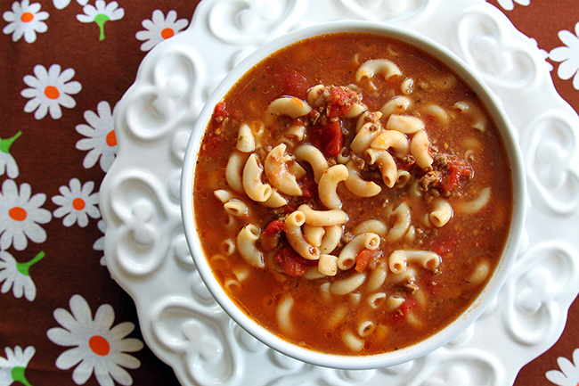 Classic Beef and tomato Macaroni Soup | 25+ delicious soup recipes