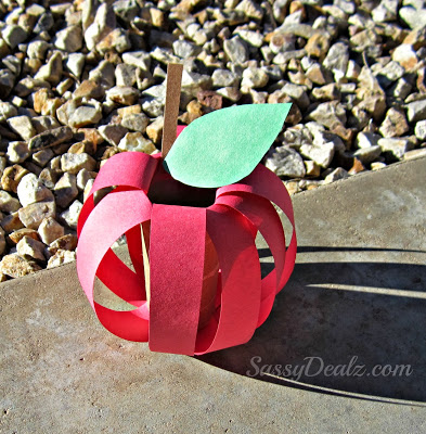 DIY apple toilet paper roll craft - 25+apple projects and kids crafts - NoBiggie.net