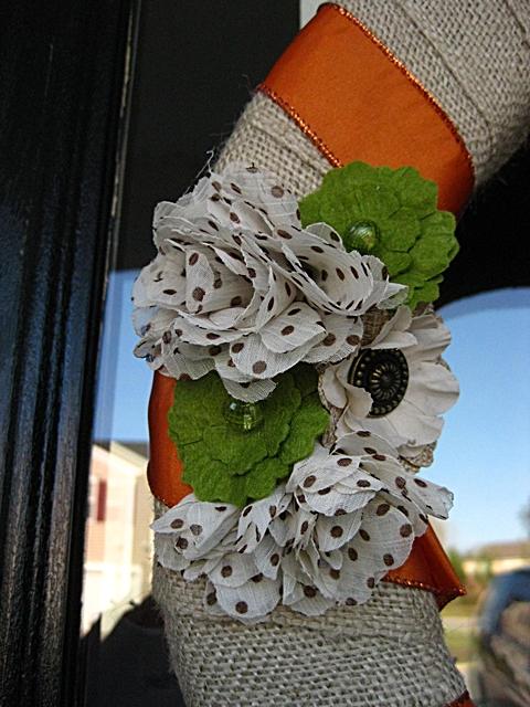 Fall Burlap Wreath   25+ Thrifty Fall Decor Ideas