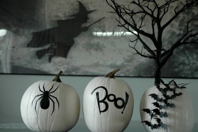 Halloween black and white | 25+ no-carve pumpkin ideas