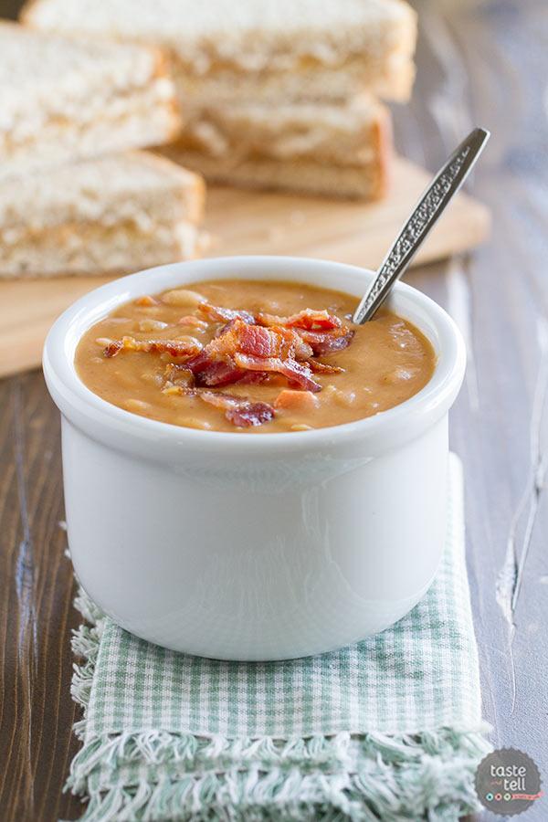 Homemade Bean and Bacon Soup | 25+ delicious soup recipes