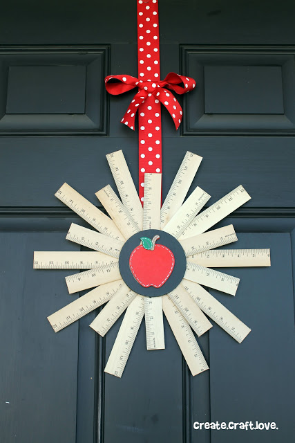 back to school {ruler} wreath - 25+apple projects and kids crafts - NoBiggie.net