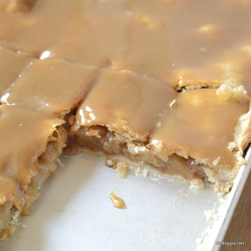caramel apple slab pie | this pie is amazing! Plus it feeds a crowd! | Recipe on NoBiggie.net