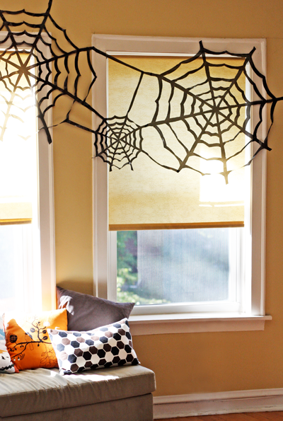 Cheap trash bag halloween decorating | 25+ Halloween party decor ideas