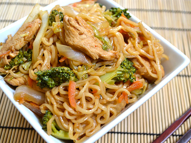 Chicken Yakisoba   25+ Ramen Noodle Recipes