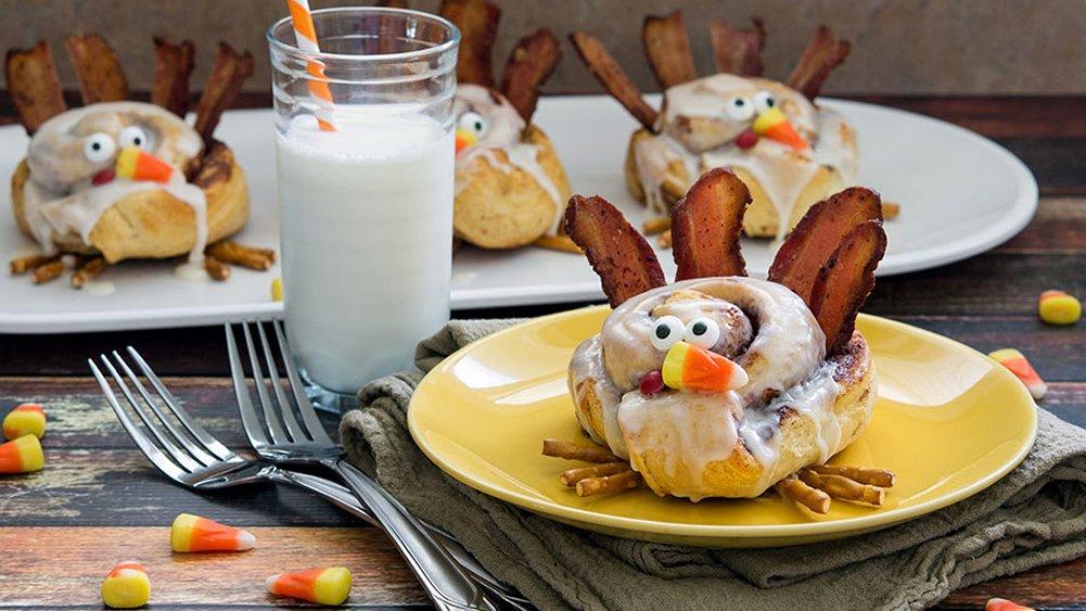 Cinnamon roll turkeys | 25+ Thanksgiving treats