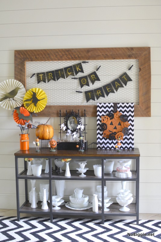 DIY trick or treat Halloween banner | 25+ Halloween party decor ideas