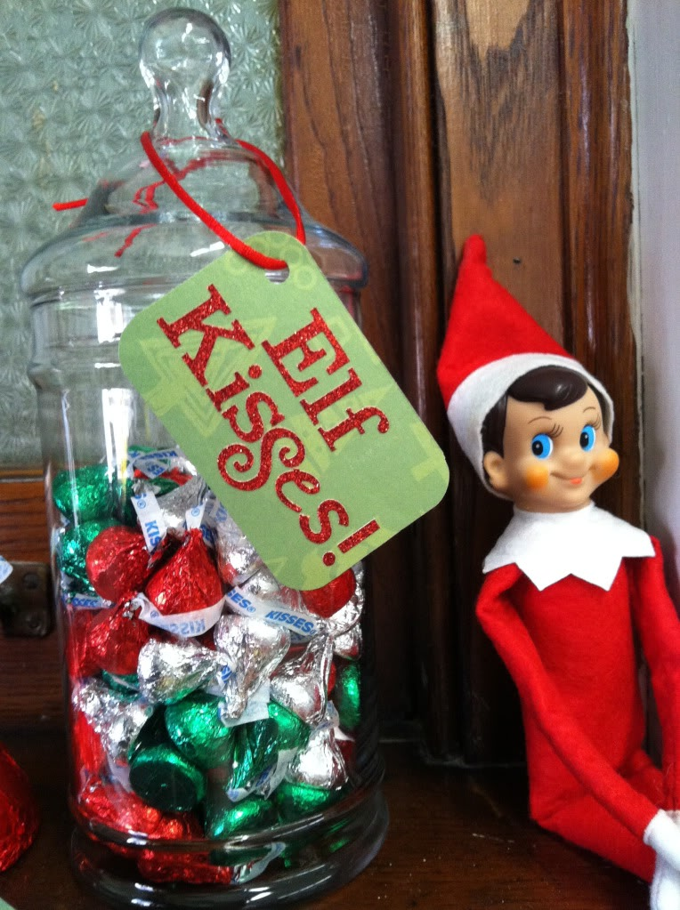 Elf kisses | 25+ elf on the shelf ideas
