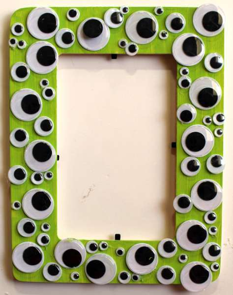 Googly eye frame | 25+ Halloween crafts for kids