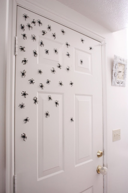 Magnetic spiders | 25+ Halloween party decor ideas
