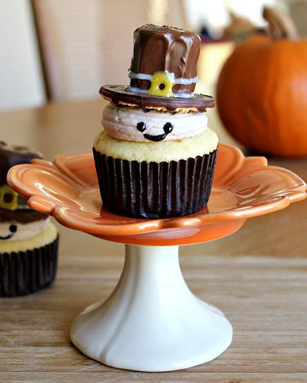 Pilgrim Cupcakes | 25+ Thanksgiving treats