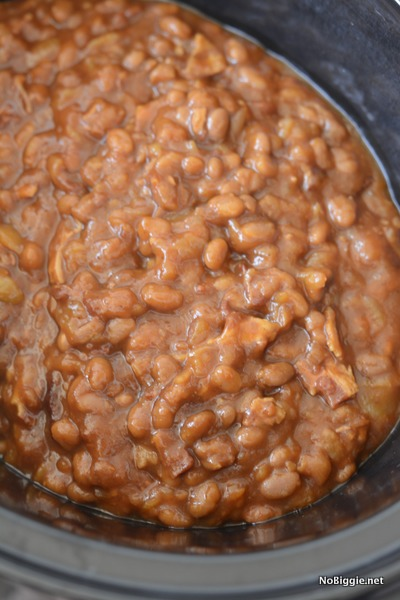 Slow cooker spiced apple baked beans - so good! | NoBiggie.net