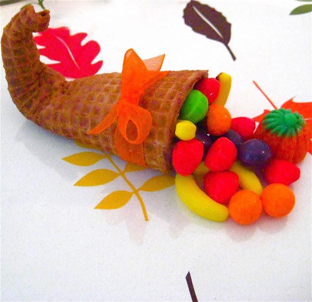 Thanksgiving Sugar Cone Cornucopia | 25+ Thanksgiving treats
