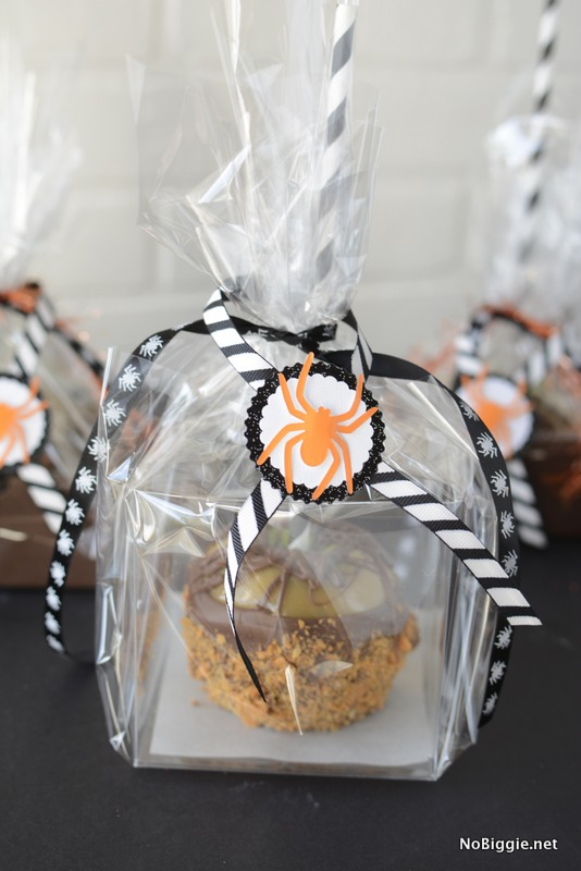Wrap up the most gourmet caramel apples for Halloween | NoBiggie.net
