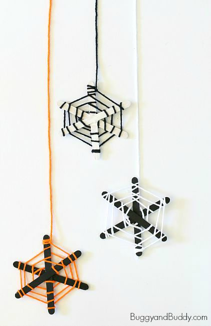 Yarn and popsicle stick spider web | 25+ Halloween crafts for kids