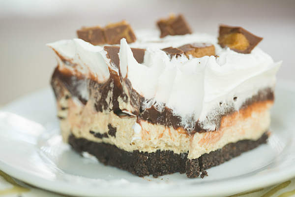 peanut butter cup icebox cake | 25+ peanut butter and chocolate desserts