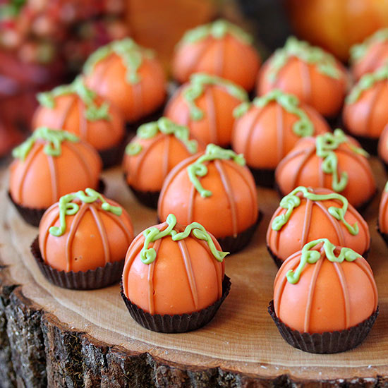 pumpkin bread truffles | 25+ Thanksgiving treats