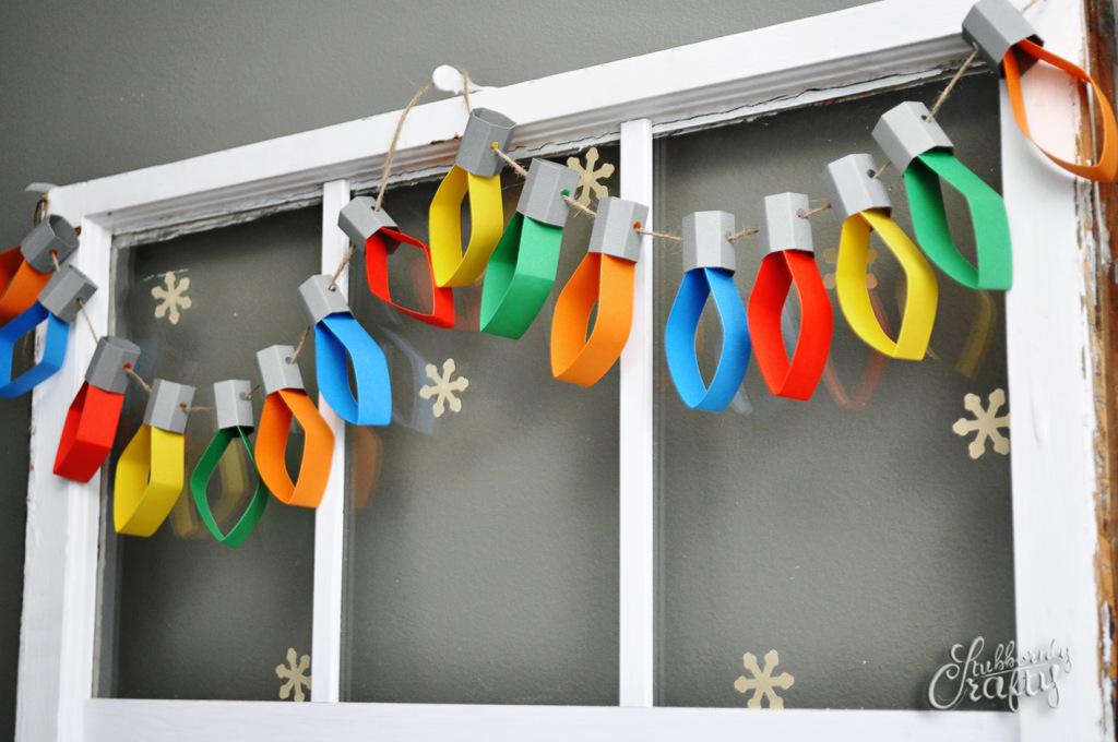Paper Christmas Lights Garland | 25+ easy DIY Christmas decor | NoBiggie.net