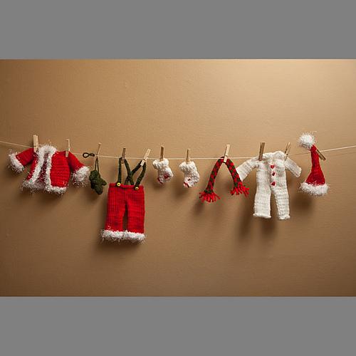 Santa's Clothesline Garland | 25+ easy DIY Christmas decor | NoBiggie.net