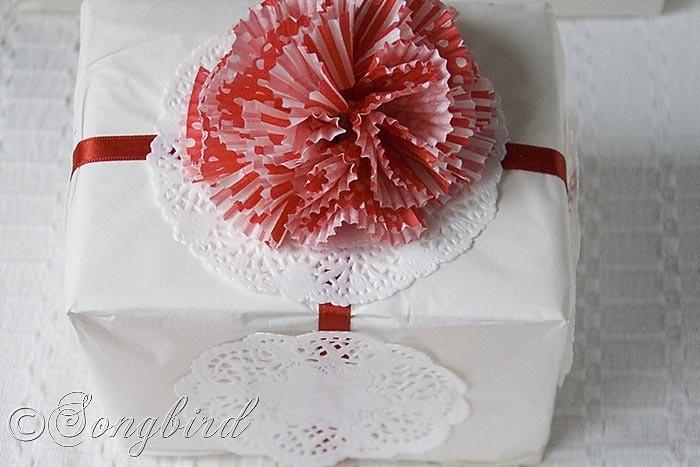DIY Cupcake Liner gift wrap