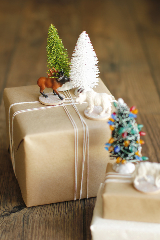 Woodland gift toppers | 30+ Christmas Wrapping Ideas