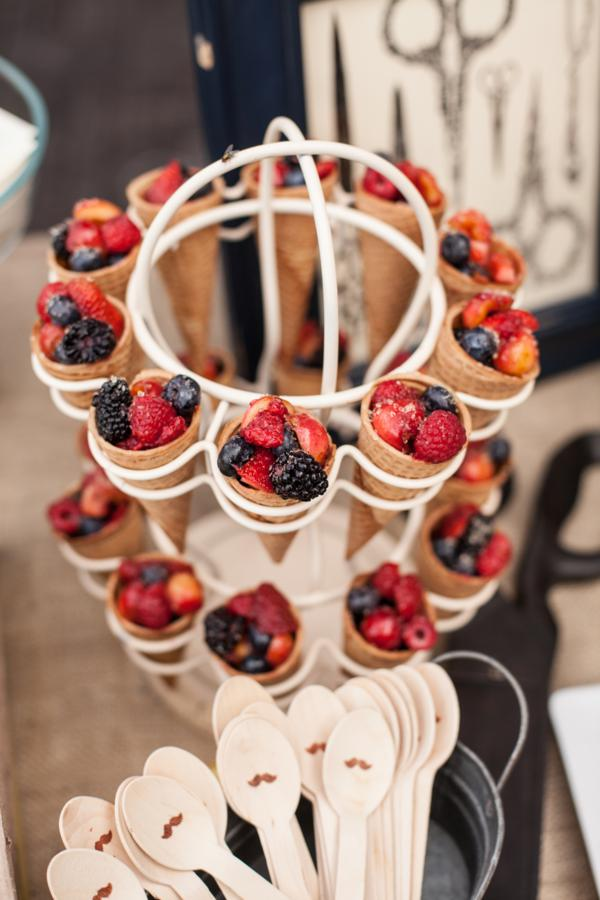 Berries and cones | 25+ NYE party ideas
