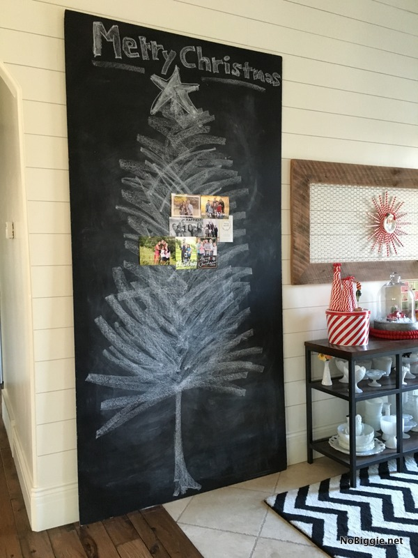 Chalkboard christmas card display nobiggie for Giant christmas card ideas